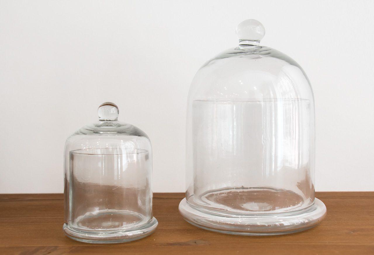 cloche en verre avec socle de la marque mme stoltz maison math v. Black Bedroom Furniture Sets. Home Design Ideas