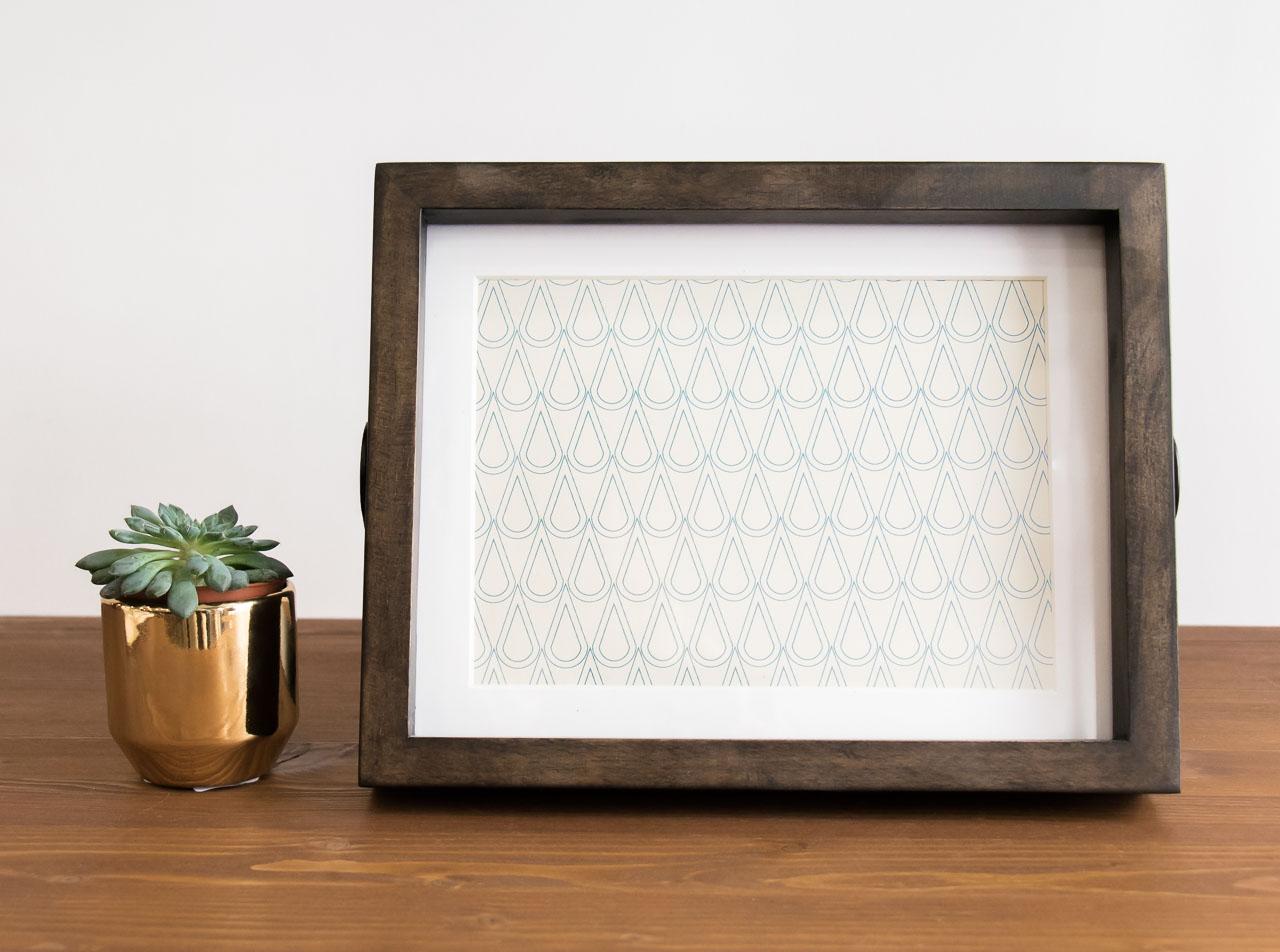 cadre en bois de la marque umbra disponible chez maison math v. Black Bedroom Furniture Sets. Home Design Ideas