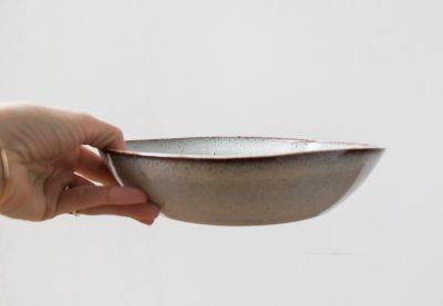 Assiette creuse grise Bloomingville - Maison Mathûvû