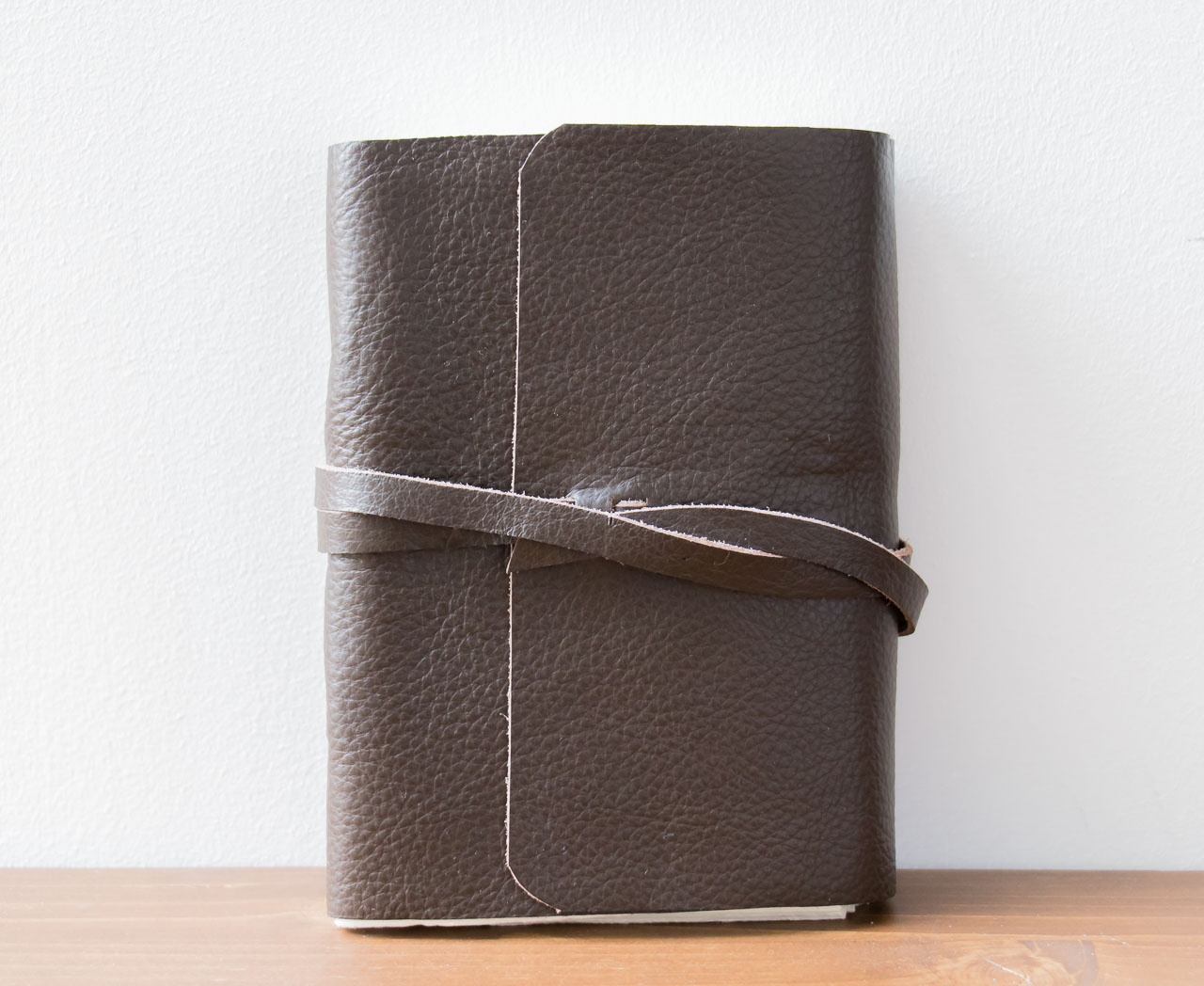 Carnet en cuir lisse brun - Nkuku- Maison Mathûvû