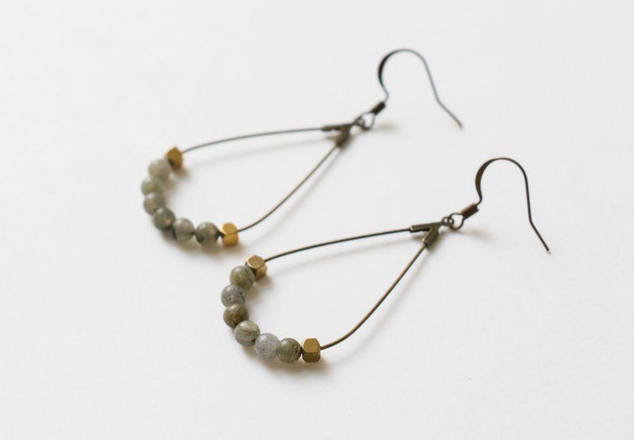 Boucles d'oreilles perles grises Maison Mathuvu