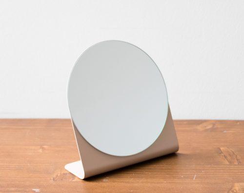 Miroir à poser en métal Bloomingville - Maison Mathuvu