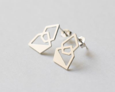 Boucles d'oreilles puces Hexagone - Argenté Nadja Carlotti - Maison Mathuvu