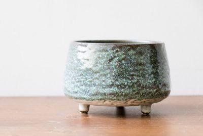 Cache-pot sur pieds - Vert de gris Bloomingville - maison mathuvu
