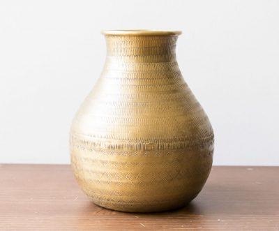 Vase en métal gravé Madam stoltz - maison mathuvu