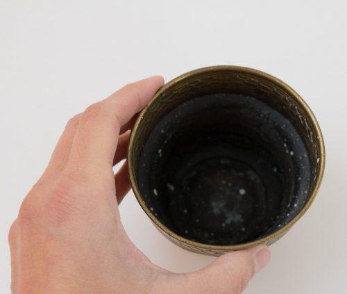 Cache-pot en laiton ancien chiné par Maison Mathûvû