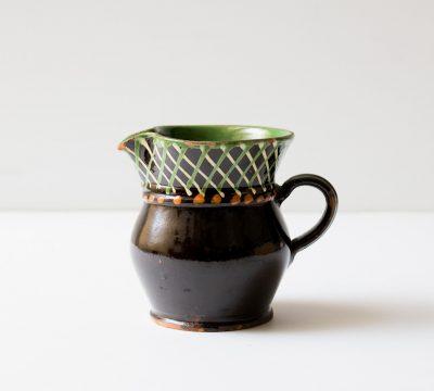 Pichet noir et vert chiné par Maison Mathûvû