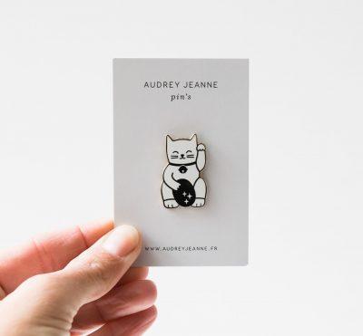 Pin's - Lucky cat Audrey Jeanne - maison mathuvu