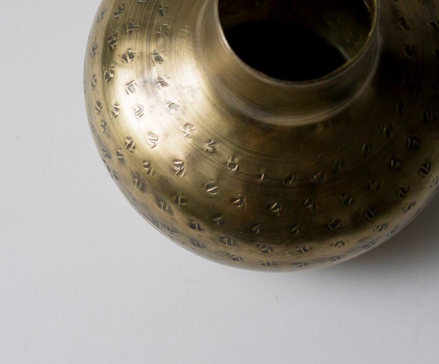 Vase en laiton gravé bloomingville - maison mathuvu
