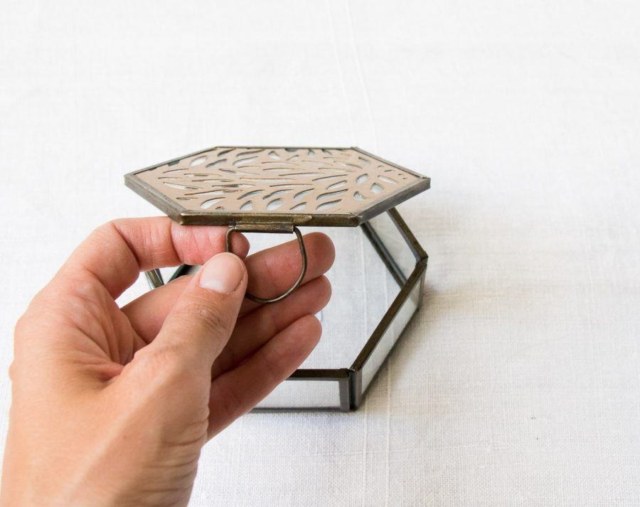 Boîte hexagonale gravée Madam stoltz - maison mathuvu