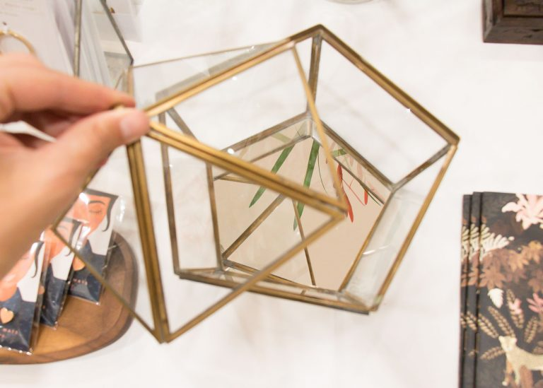 Boîte en verre chapiteau hexagonal Nkuku Maison Mathûvû