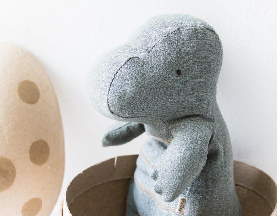 Peluche - Dinosaure dans son œuf Maileg - maison mathuvu