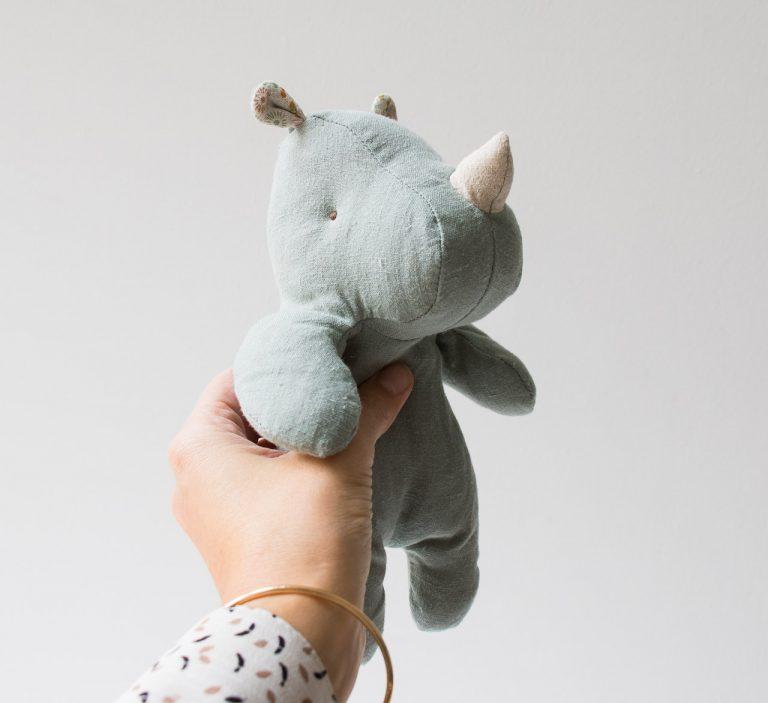 Peluche - Petit Rhino turquoise Maileg - maison mathuvu