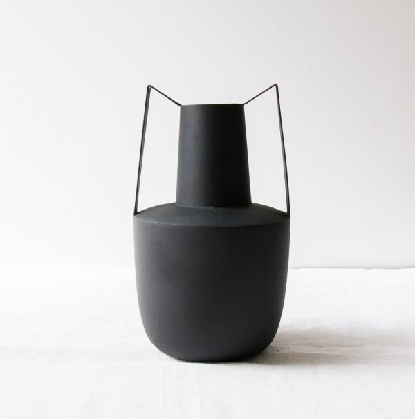 Vase en métal noir Bloomingville - maison mathuvu