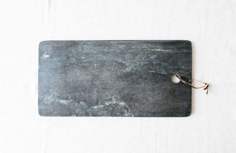 Planche en marbre noir bloomingville - maison mathuvu