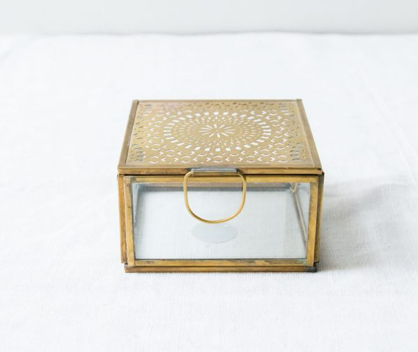 Boîte carrée gravée Madam stoltz - maison mathuvu