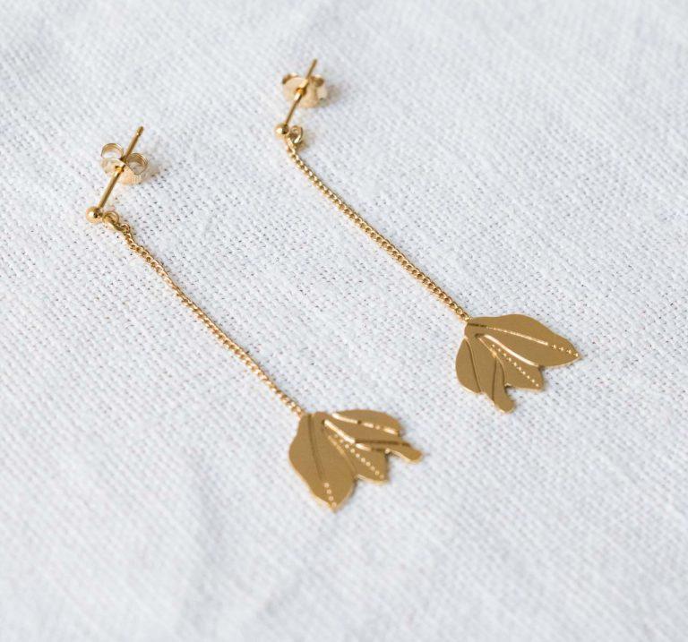 Boucles pendantes - Magnolia Editions du paon et Nadja Carlotti - Maison  mathuvu